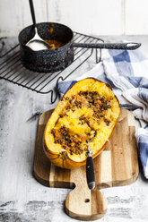 Baked spaghetti squash with vegan bolognese sauce made from lentils, leeks, and carrots - SBDF03843