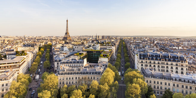 France, Paris, cityscape with Place Charles-de-Gaulle, Eiffel Tower and residential buildings - WDF04878