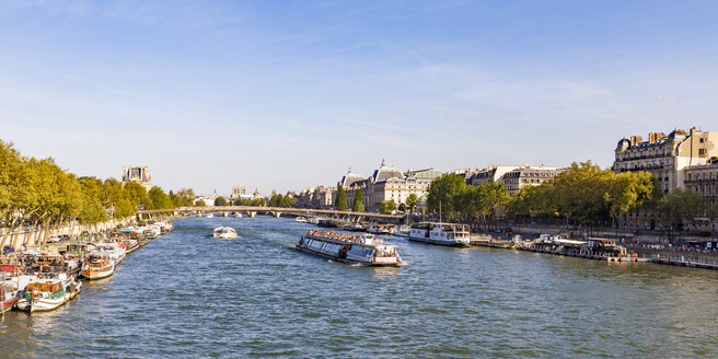 France, Paris, boats and ships on River Seine - WDF04890