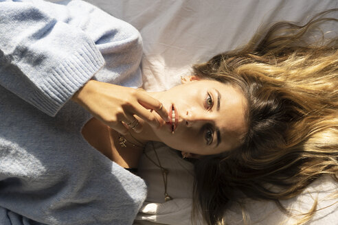 Portrait of beautiful young woman lying in bed - ERRF00093