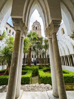 Italy, Campania, Amalfi, Cathedral of Sant'Andrea, courtyard, columns, Chiostro del paradiso - AM06259