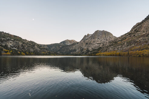 USA, California, Yosemite National Park, Mammoth Lakes, Silver Lake - KKAF03022