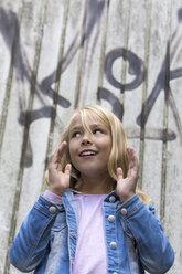 Portrait of gesturing blond girl - JFEF00922