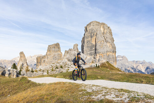 Italy, Cortina d'Ampezzo, man cycling with mountain bike in the Dolomites mountains - WPEF01161