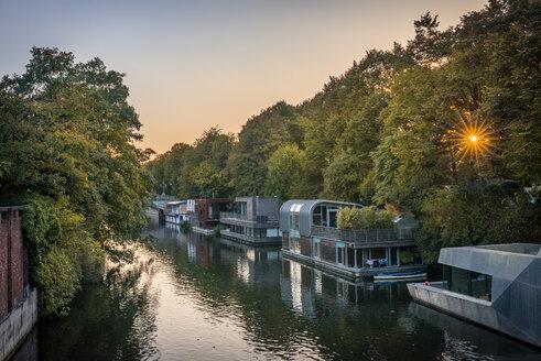 Germany, Hamburg, Hoseboats on Elbe canal - KEBF01002