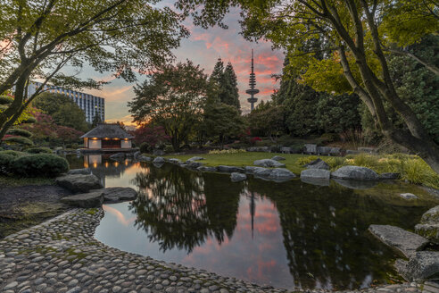 Germany, Hamburg, Japanese Garden at PLanten un Blomen - KEBF01008
