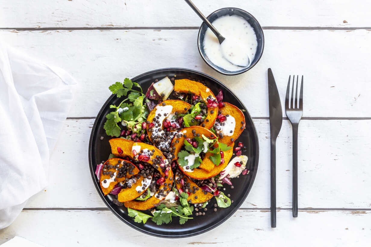 Autumnal salad with fried pumpkin, lentils, radicchio, pomegranate seeds, leaf salad and parsley with dressing - SARF03994 - Sandra Roesch/Westend61