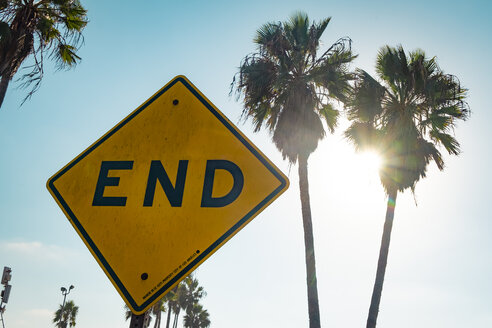 USA, California, Los Angeles, Venice, sign End against palms and sun - SEEF00050