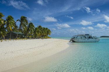 Cook Islands, Rarotonga, Aitutaki lagoon, white sand beach and palm beach - RUN00285