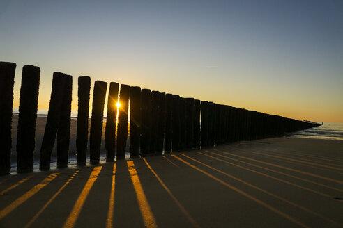 Netherlands, Cadzand-Bad, beach with breakwater at sunset - SKAF00066