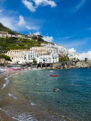 Italy, Amalfi, view to the historic old town with beach in the foreground - AM06338