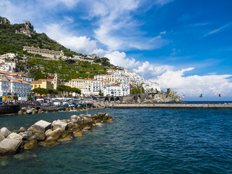 Italy, Amalfi, view to the historic old town - AMF06341