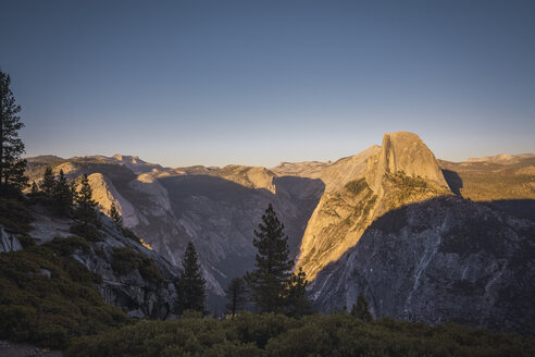 USA, California, Yosemite National Park, Glacier Point - KKAF03065