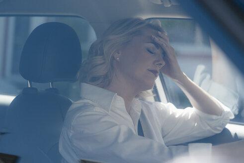 Serious blond woman in car - KNSF05396