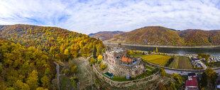 Germany, Rhineland-Palatinate, Trechtingshausen, View of Reichenstein Castle in autumn - AM06357
