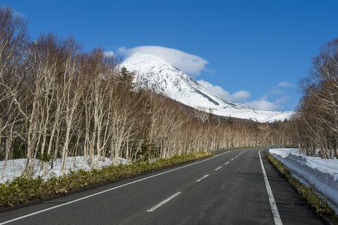Hokkaido, Shiretoko National Park, empty road - RUNF00315