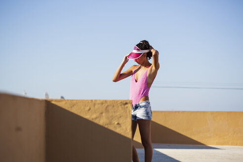 Portrait of teenage girl with pink sunhat - ERRF00240