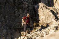 Mature man standing in the mountains, mountaineering in Austria - UUF16009