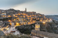Italy, Basilicata, Matera, Townscape and historical cave dwelling, Sassi di Matera in the evening - WPEF01179