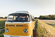 Young couple doing a road trip in their camper - UUF16258