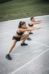 Sportive woman during workout, outdoor - HMEF00139