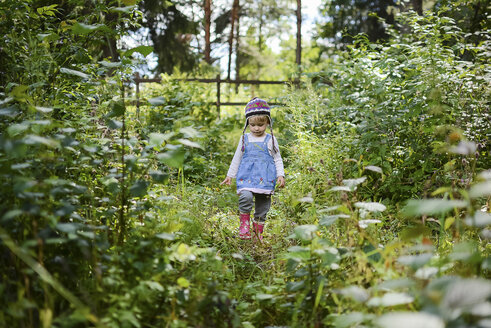 Little girl wearing knitted hat and denim shirt in nature - PSIF00176