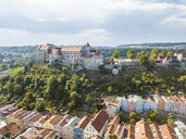 Germany, Bavaria, Burghausen, city view of old town and castle - JUNF01540