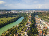 Germany, Bavaria, Burghausen, city view of old town and castle, Salzach river - JUNF01543