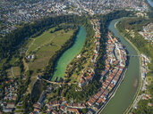 Germany, Bavaria, Burghausen, city view of old town and castle, Salzach river - JUNF01546