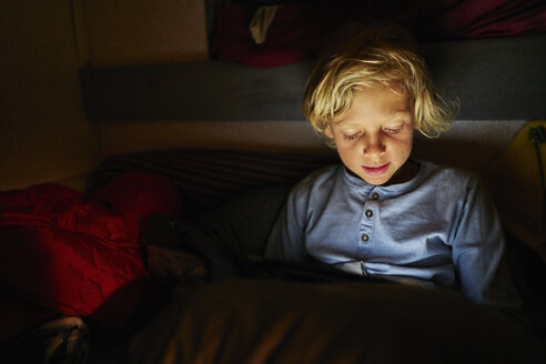 Boy using tablet in bed - SSCF00165