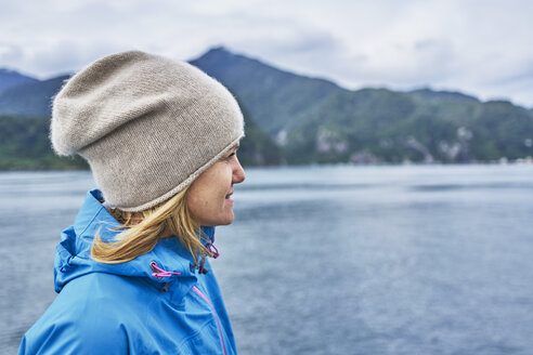 Chile, Puerto Montt, woman looking at the fjord - SSCF00186