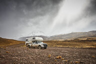 Argentina, Parque nacional Patagonia, camper parking in mountainscape at Paso Hondo - SSCF00288