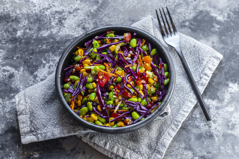 Salad with edamame, maize, red cabbage, carrot, bulgur, tomato - SARF04009