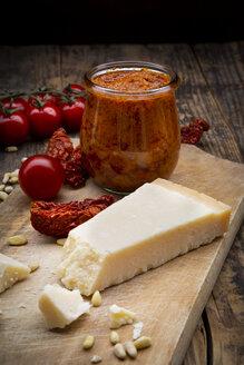 Ingredients of tomato pesto - LVF07585