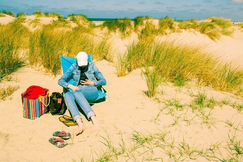 Enjoying holidays by the sea in the Canping chair in the dunes. - INGF09327