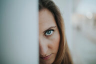 Close-up portrait of a young woman - INGF09372