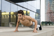 Young man during workout, pushup - MAUF01885