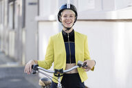 Woman with cycling helmet - FLLF00052