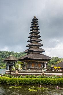 Indonesia, Bali, View of Temple Pura Ulun Danu Bratan - RUN00391
