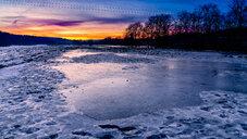 Frozen lake at sunset - INGF10349