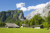 Germany, Bavaria, Upper Bavaria, Berchtesgaden Alps, Berchtesgaden National Park, Mount Watzmann behind farm houses - RUNF00406