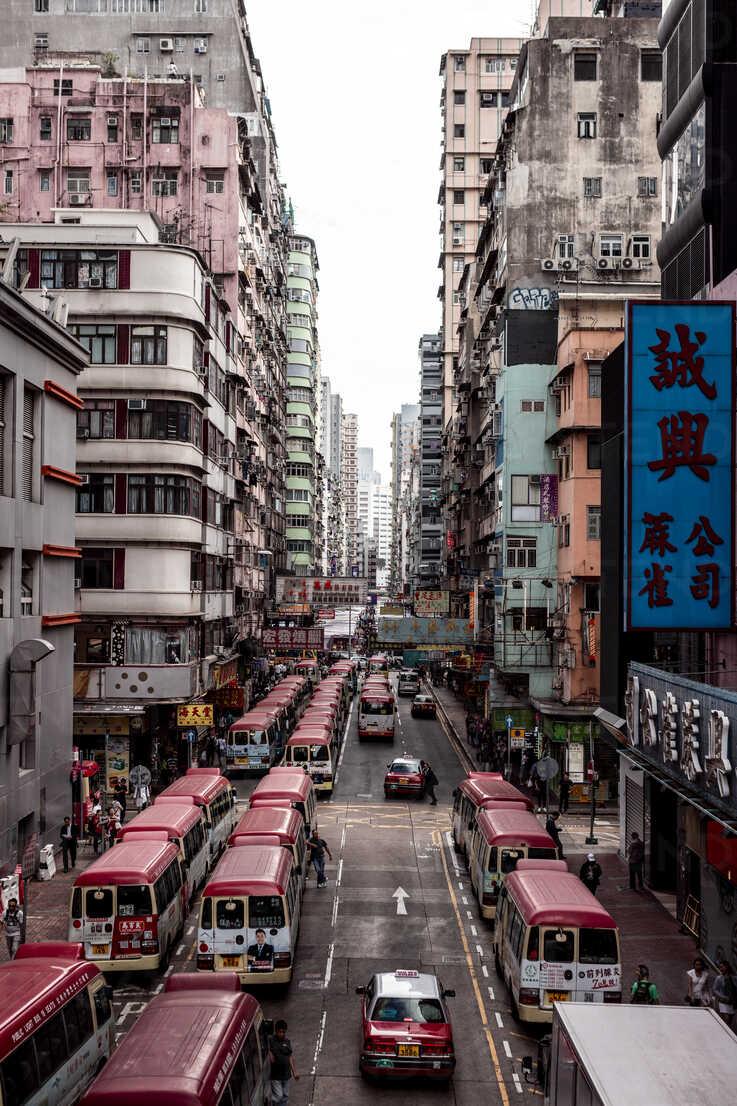 Hong Kong, Mong Kok, Goldfish Street, street canyon - DAW00796 - Daniel Waschnig Photography/Westend61