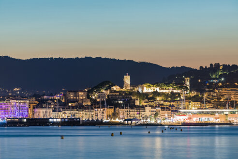 France, Provence-Alpes-Cote d'Azur, Cannes, View of Le Suquet, Old town with Castle and Chapelle Sainte-Anne in the evening - WDF04940