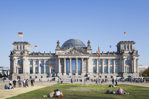 Germany, Berlin, disctrict Mitte, Reichstag building - GWF05707
