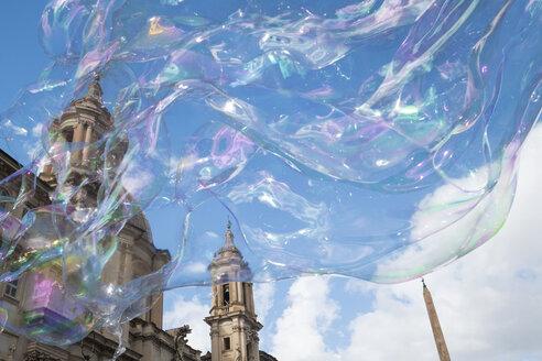 Italy, Rome, Piazza Navona, soap bubbles - HAMF00542