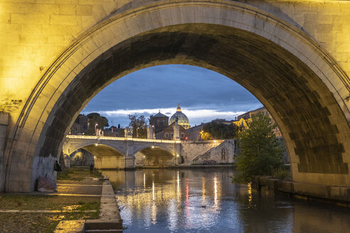 Italy, Rome, Vatican, St. Peter's Basilica and Ponte Sant'Angelo in the evening - HAMF00557