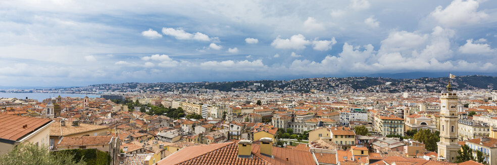 France, Provence-Alpes-Cote d'Azur, Nice, Old town and rain clouds, panoramic view - WDF04955