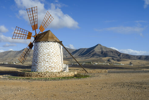 Spain, Canary Islands, Fuerteventura, landscape with windmill - RJF00811