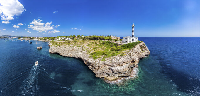 Spain, Baleares, Mallorca, Portocolom, Punta de ses Crestes, Bay of Portocolom and Cala Parbacana, Lighthouse - AMF06500
