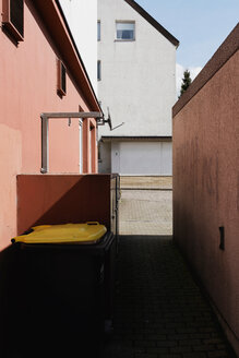 Architectural shot of an empty alleyway - INGF10513